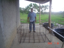 Salim HK1T de los Constructores de la estacion la malla para zapata de 40 metros